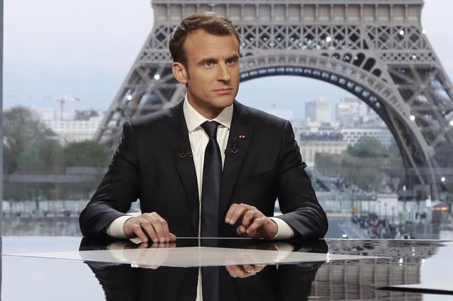 Francia remedia con aumento al salario mínimo Macron
