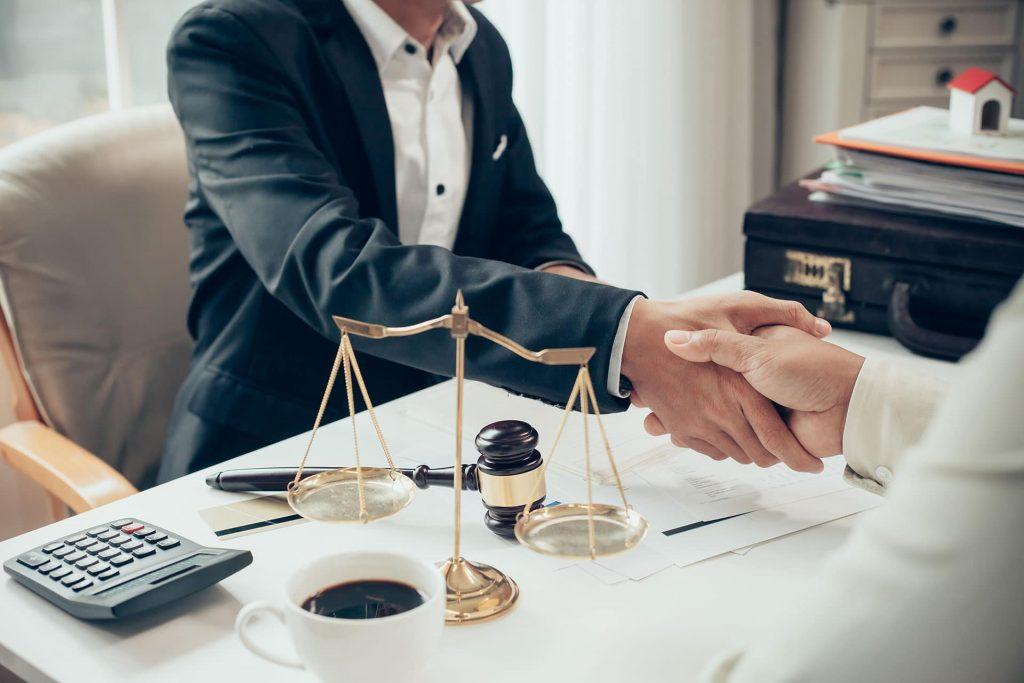 Lo que te puede ayudar a ser un mejor abogado abogados 1024x683