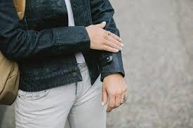 Nueva chamarra te avisa cuando olvidas tu celular jacket