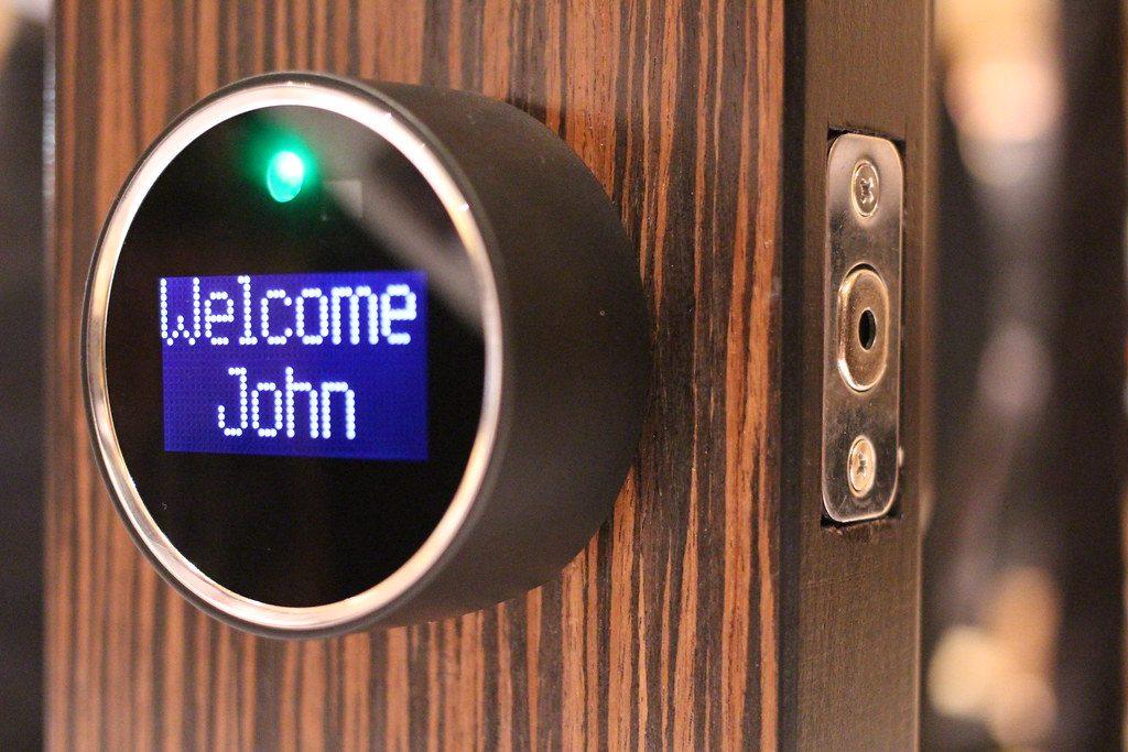 Convierte tu hogar en un smart home cerradurainteligente 1024x683